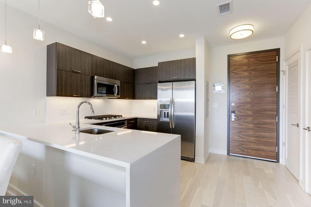 Kitchen with bar seatings - 1350 MARYLAND AVE NE #406, WASHINGTON