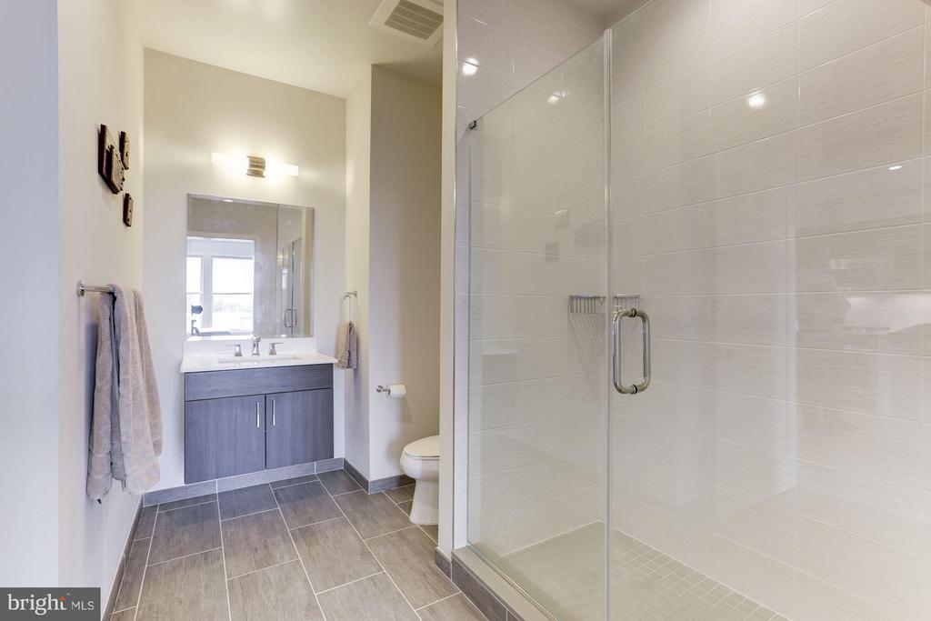 Bath - 1350 MARYLAND AVE NE #406, WASHINGTON