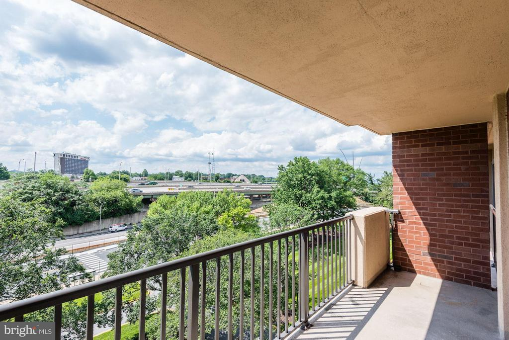Nice views from all angles - 1300 ARMY NAVY DR #630, ARLINGTON