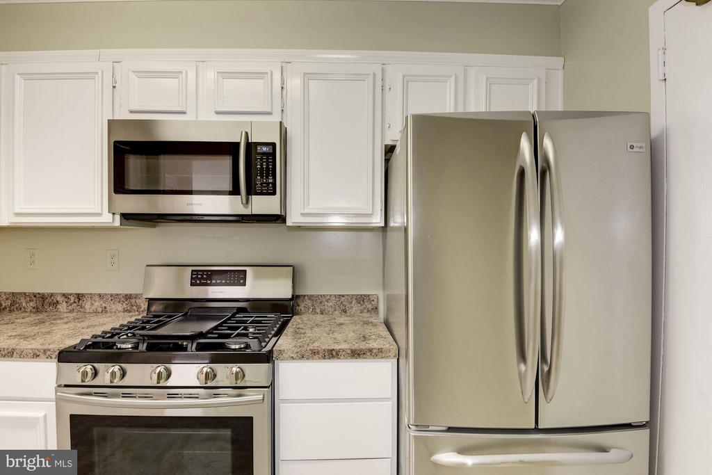 Brand new stainless steel stove, microwave, - 1300 ARMY NAVY DR #630, ARLINGTON