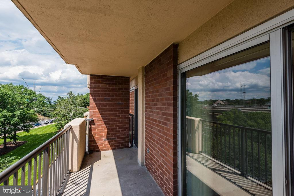 Nice patio with plenty of room for your furniture - 1300 ARMY NAVY DR #630, ARLINGTON