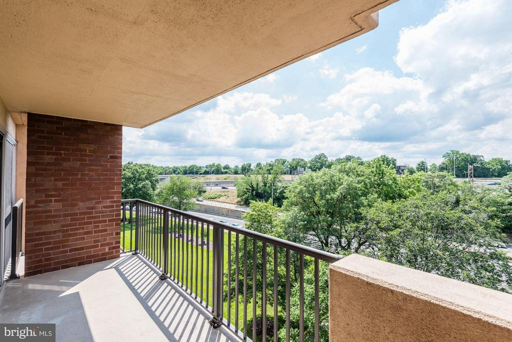 Great views - 1300 ARMY NAVY DR #630, ARLINGTON
