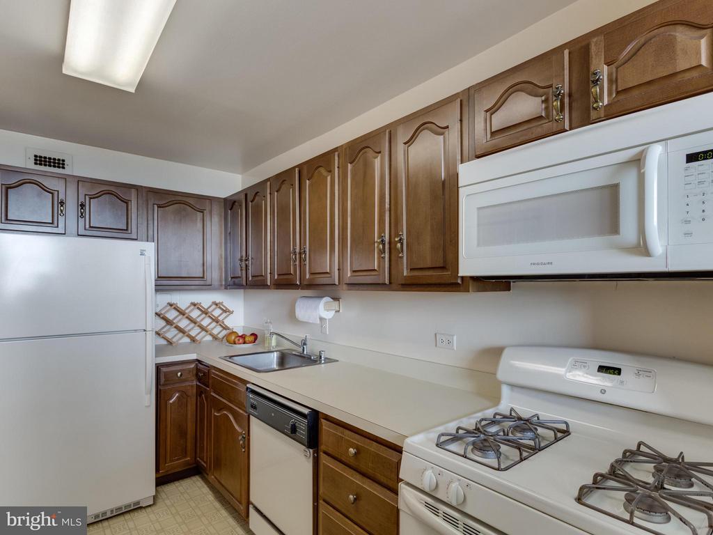 Kitchen - 1200 NASH ST #857, ARLINGTON