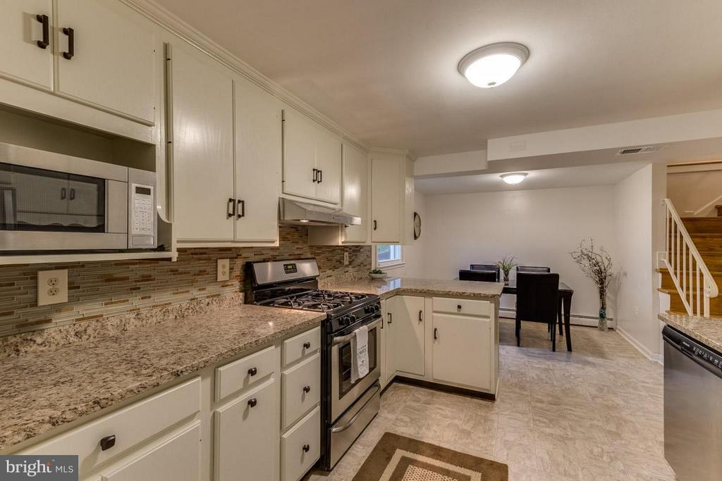 Brand new stainless steel appliances - 4518 EVANSDALE RD, WOODBRIDGE