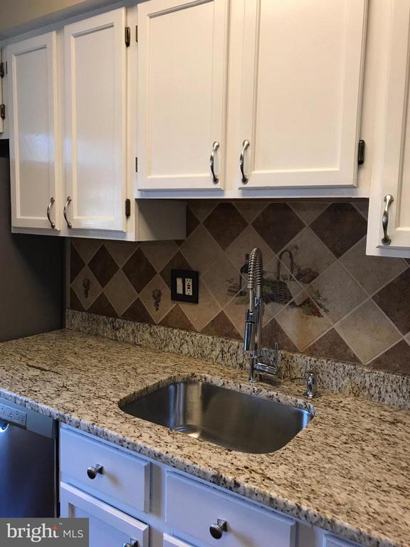 Beautiful new granite and stainless steel sink - 6051 HEATHERWOOD DR, ALEXANDRIA