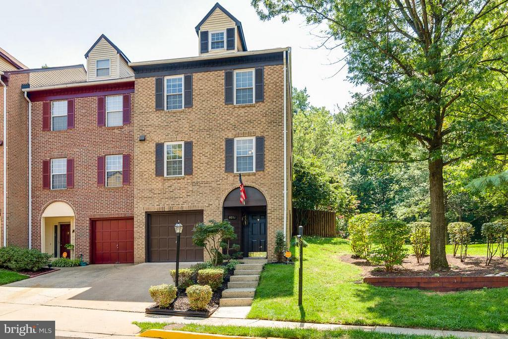 Rare 4 Story, End Unit 1 Car 4 Sided Brick TH - 6051 HEATHERWOOD DR, ALEXANDRIA