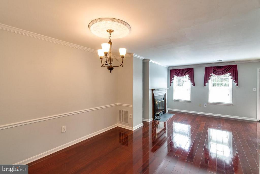 Dining Room with beautiful hardwood flooring - 6051 HEATHERWOOD DR, ALEXANDRIA