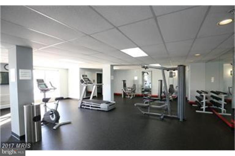 Modern Gym/Fitness Center - 6301 EDSALL RD #620, ALEXANDRIA