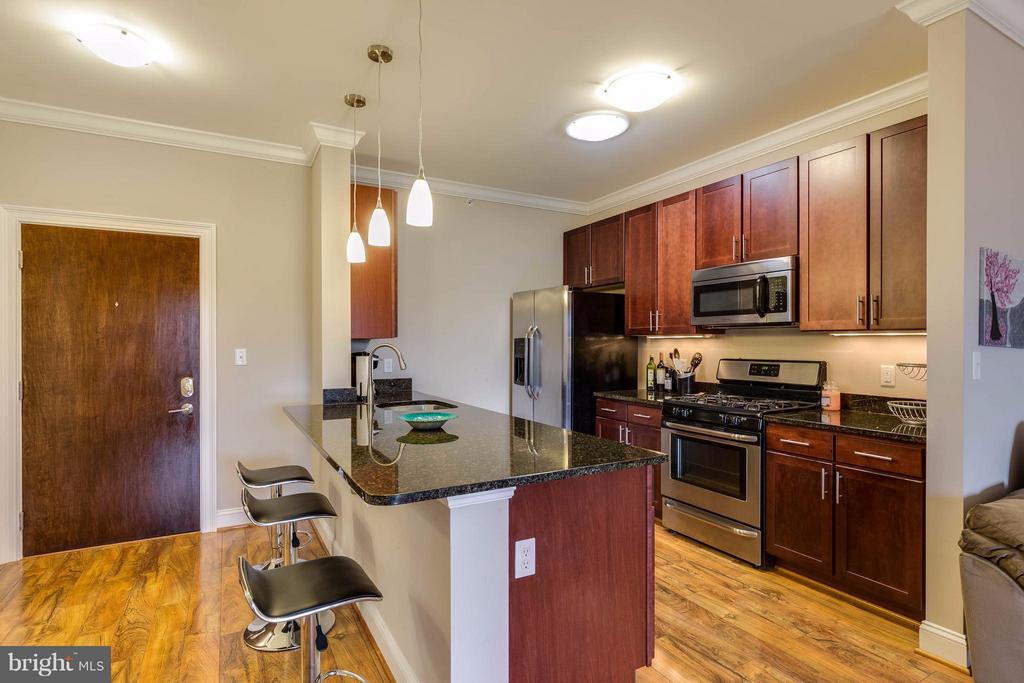 Kitchen - Stainless Steel Appliances - 6301 EDSALL RD #620, ALEXANDRIA