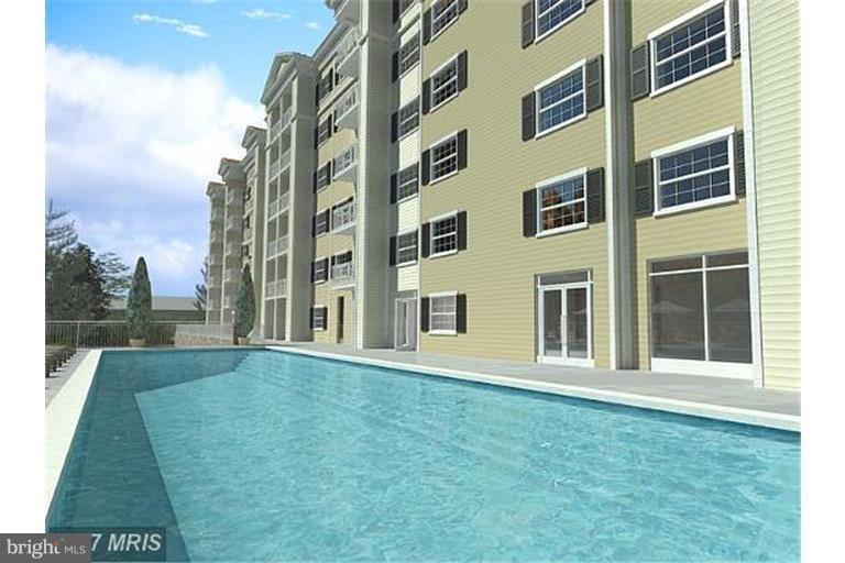 Pool with Barbecue area - 6301 EDSALL RD #620, ALEXANDRIA