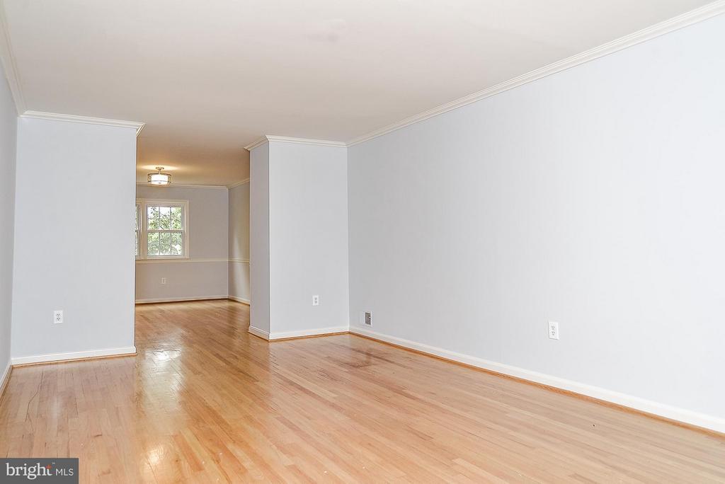 Living Room - 3315 SPRING LN, FALLS CHURCH