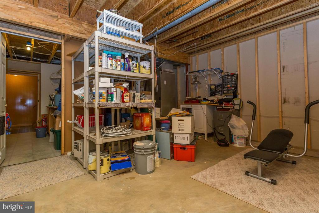 Workshop/Storage area with slop sink - 203 BEACHSIDE CV, LOCUST GROVE