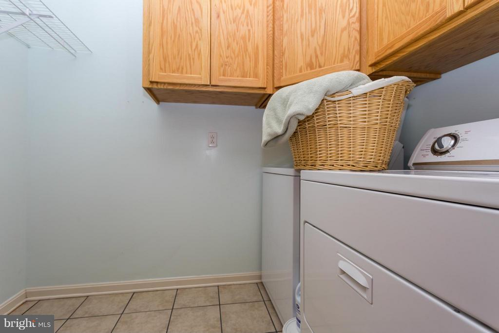 Laundry Rm on Main Level - 203 BEACHSIDE CV, LOCUST GROVE