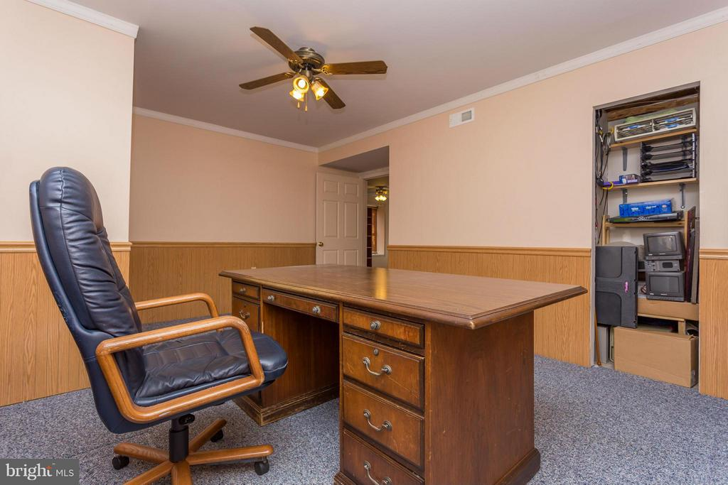 Office in Lower Level - 203 BEACHSIDE CV, LOCUST GROVE
