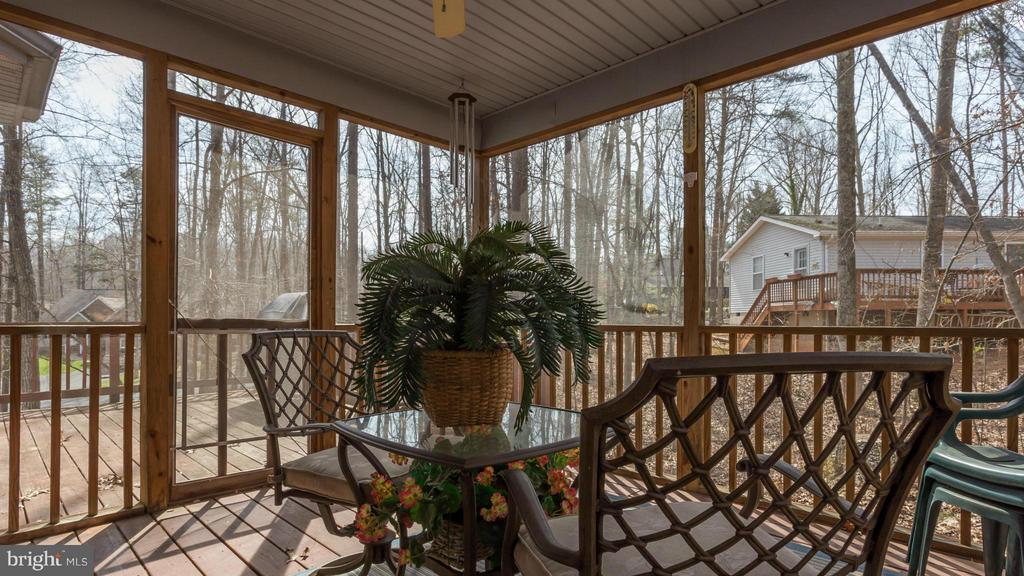 Screened Porch - 203 BEACHSIDE CV, LOCUST GROVE