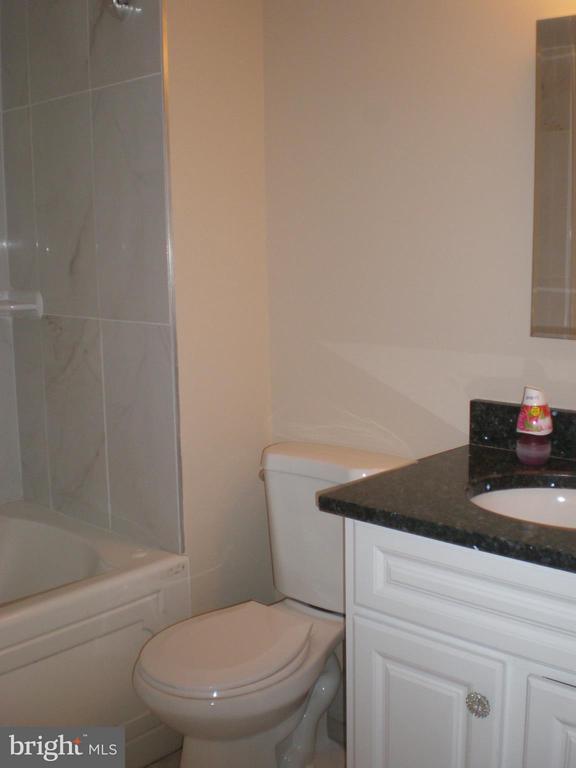 Bath (Master) - 551 FLORIDA AVE #T-1, HERNDON