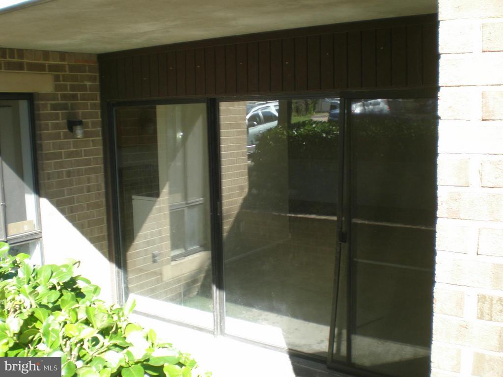 Private patio - 551 FLORIDA AVE #T-1, HERNDON
