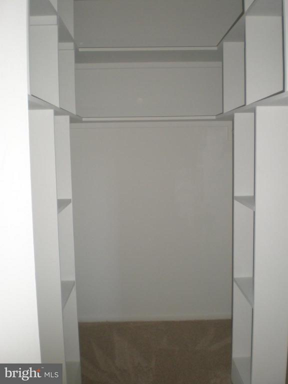 Large walk in closet! - 551 FLORIDA AVE #T-1, HERNDON
