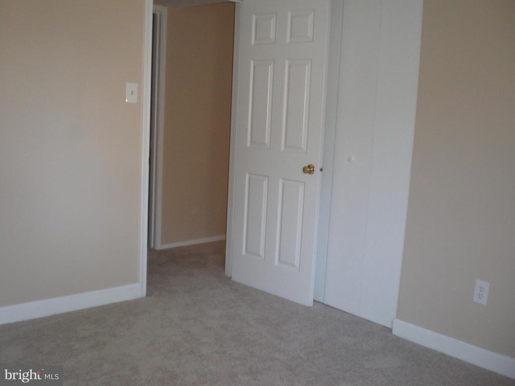 Different view of 2nd bedroom - 551 FLORIDA AVE #T-1, HERNDON