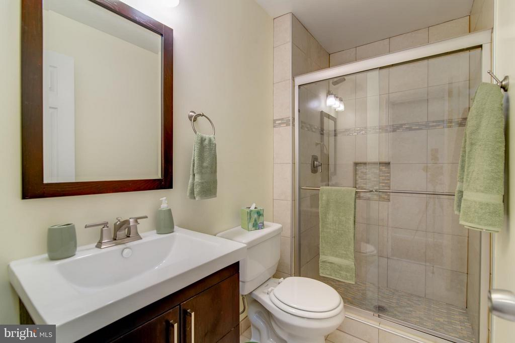 Bath - 3805 GREEN RIDGE CT #101, FAIRFAX