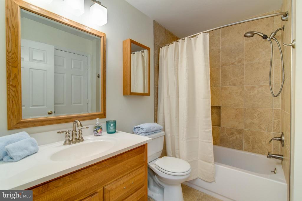 Bath (Master) - 3805 GREEN RIDGE CT #101, FAIRFAX