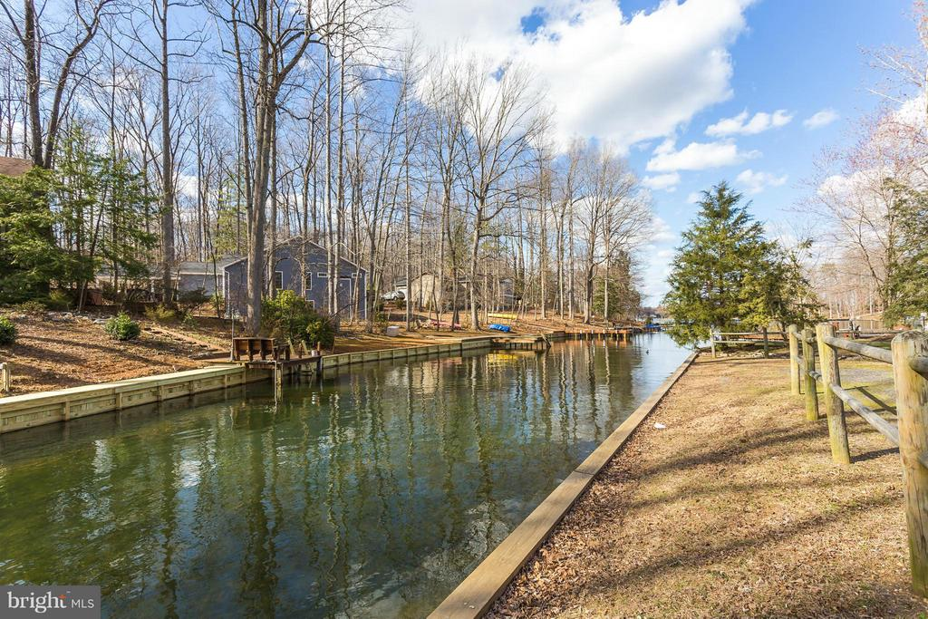 Community lake access area closeby - 103 CREEKSIDE DR, LOCUST GROVE