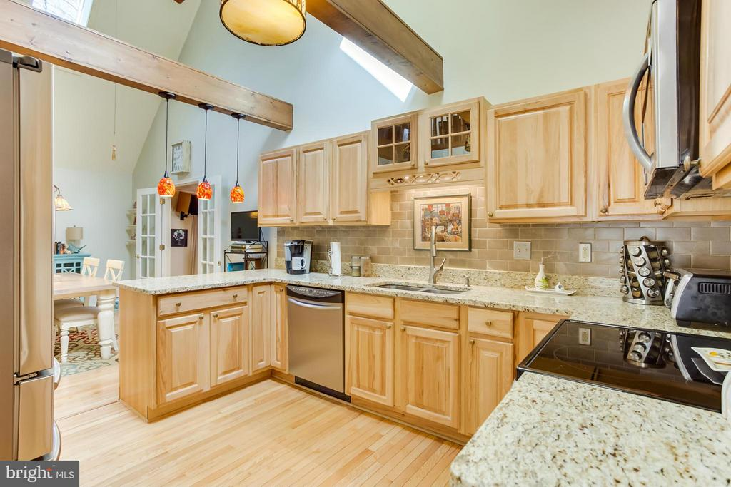 Kitchen - 103 CREEKSIDE DR, LOCUST GROVE