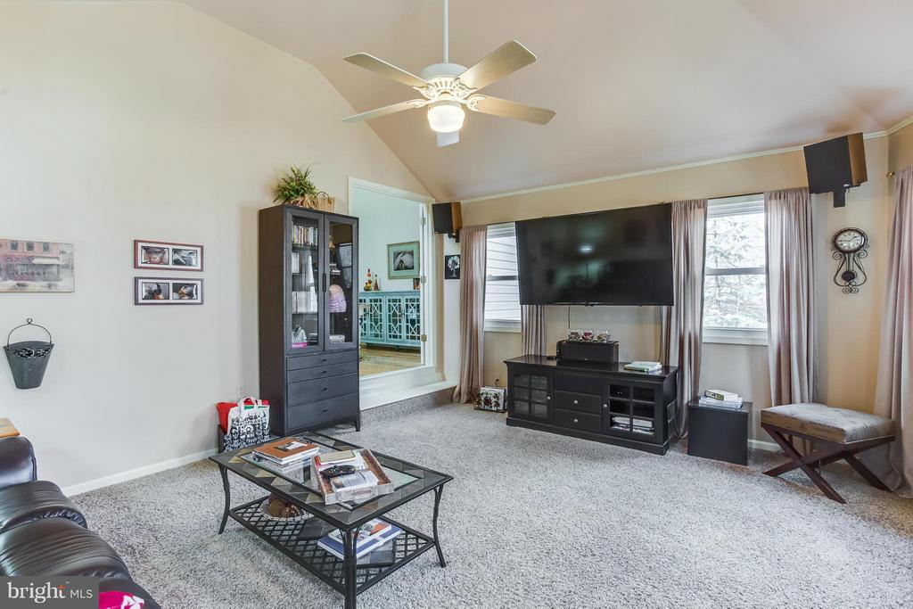 Family Room - 103 CREEKSIDE DR, LOCUST GROVE