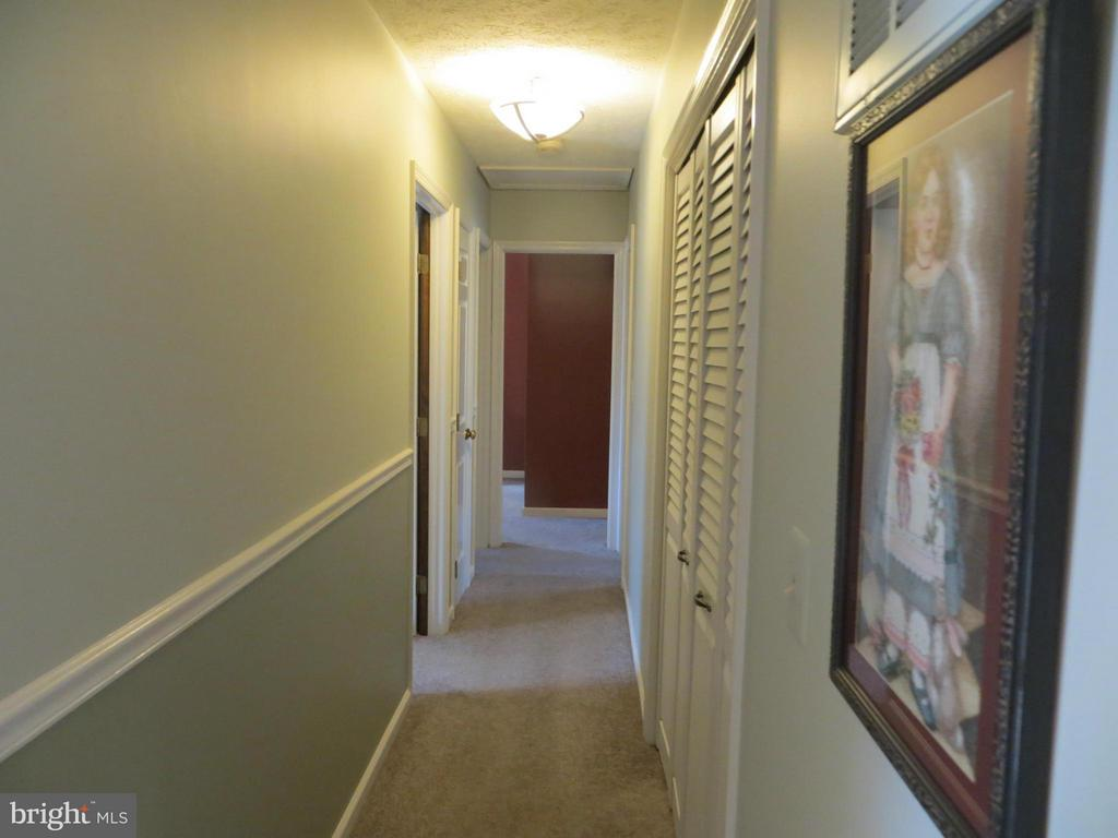 Bedroom Hallway - 103 CREEKSIDE DR, LOCUST GROVE