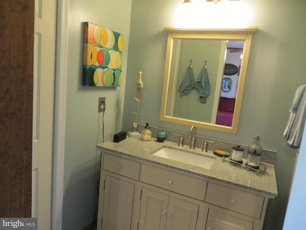 Bath (Master)  en suite - 103 CREEKSIDE DR, LOCUST GROVE