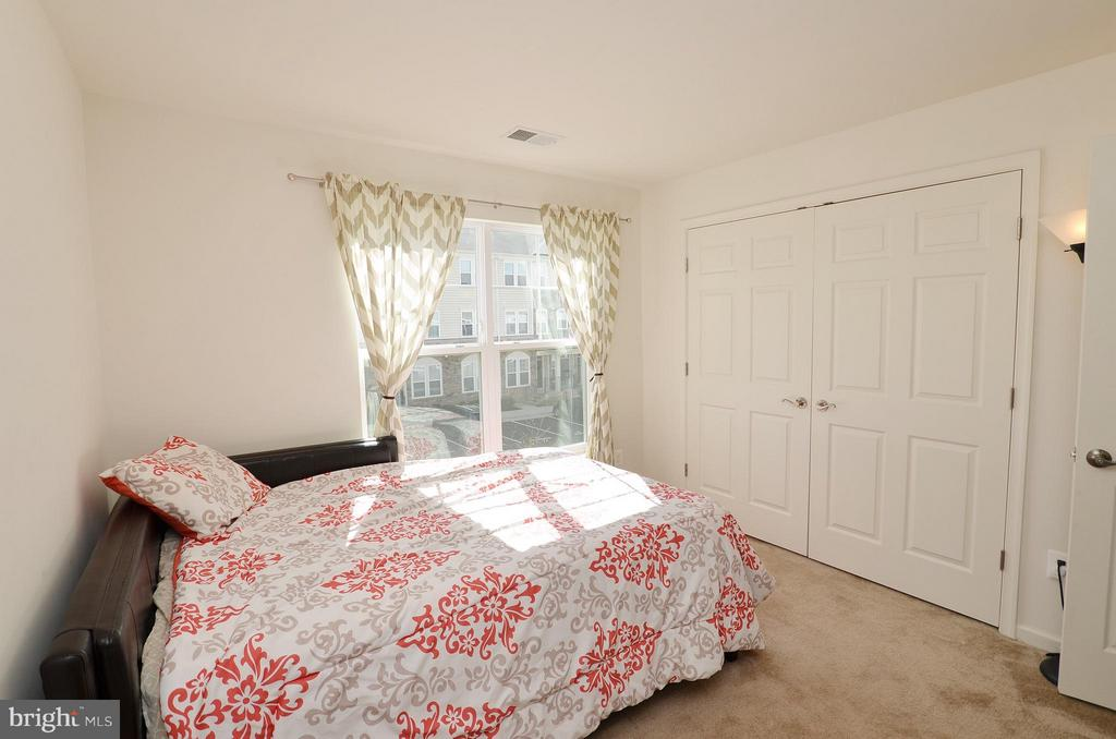 Bedroom 1 - 42237 CANARY GRASS SQ, ALDIE