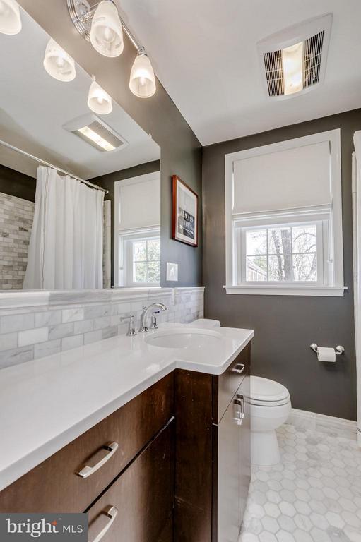 Bath - 4232 35TH ST S, ARLINGTON