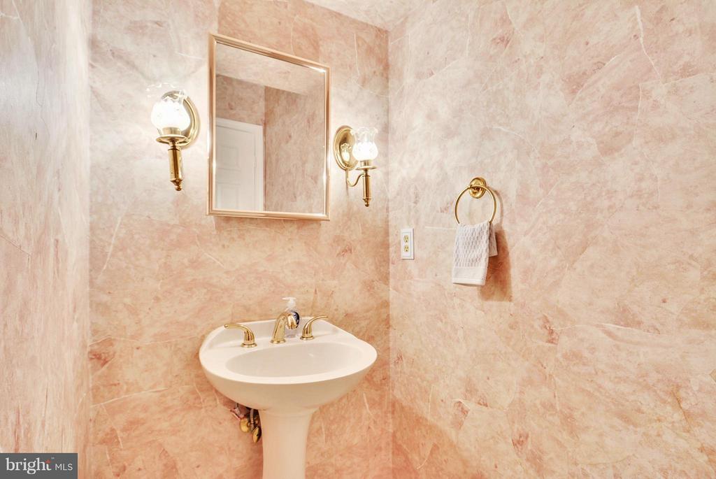 Bath - 112 ELKRIDGE WAY NE, LEESBURG