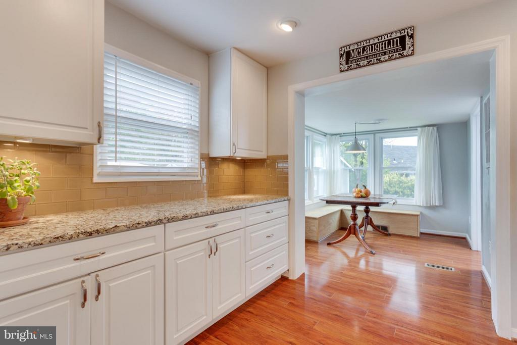 Kitchen with tons of cabinet and counter space - 1407 COLUMBUS ST S, ARLINGTON