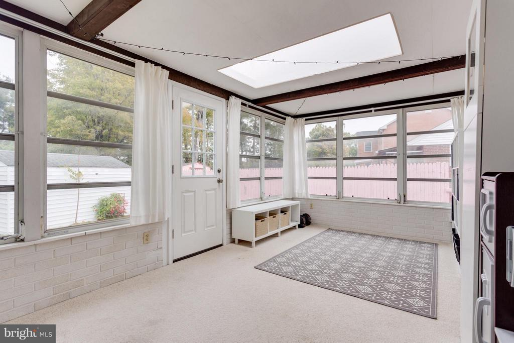 Sunroom on back of house with door to the backyard - 1407 COLUMBUS ST S, ARLINGTON