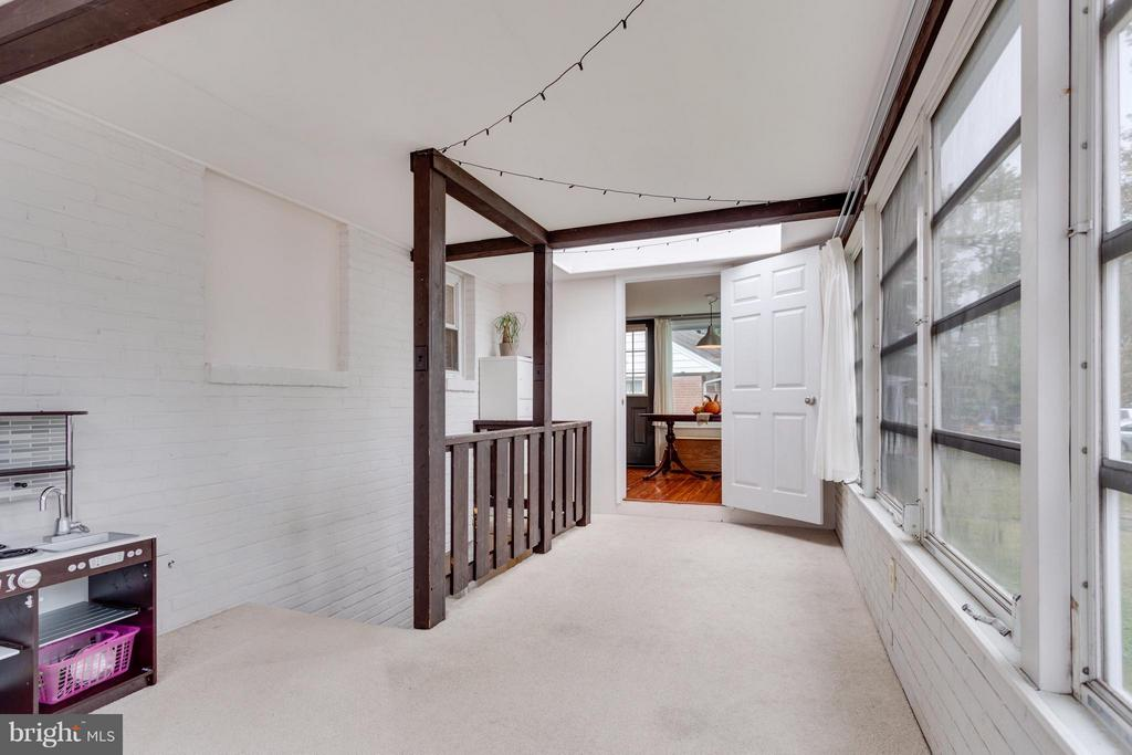 Sunroom access off of dining room - 1407 COLUMBUS ST S, ARLINGTON