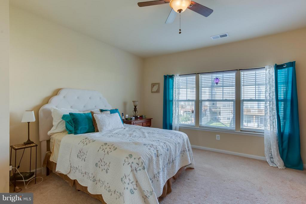 Master Bedroom w/ Natural Lighting and Ceiling Fan - 103 SHORT BRANCH RD, STAFFORD