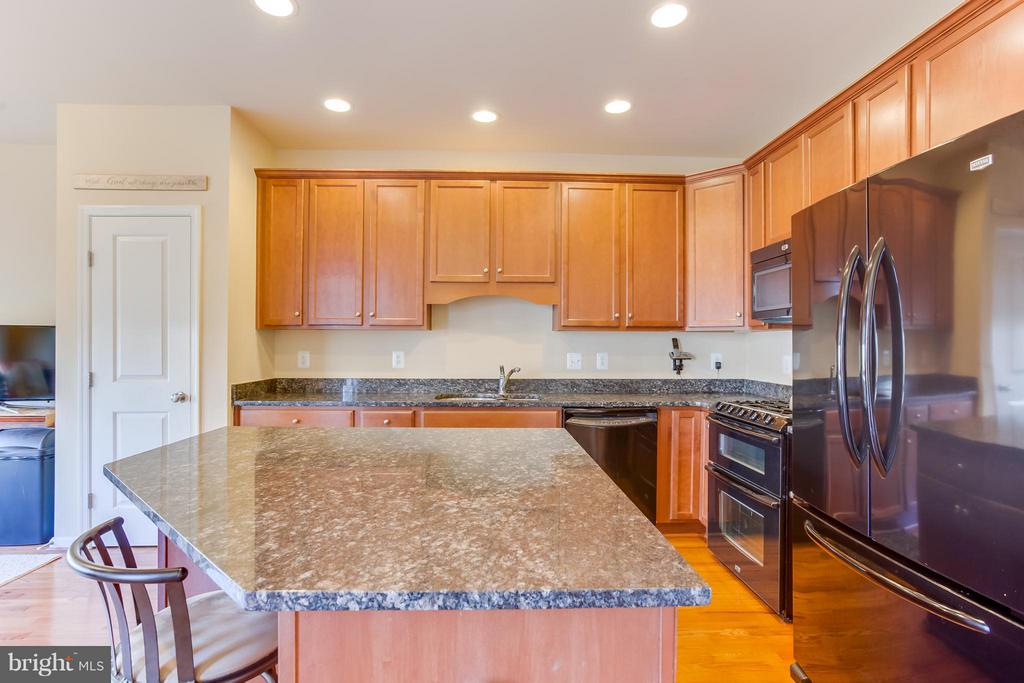 Kitchen Island, Granite Countertops - 103 SHORT BRANCH RD, STAFFORD