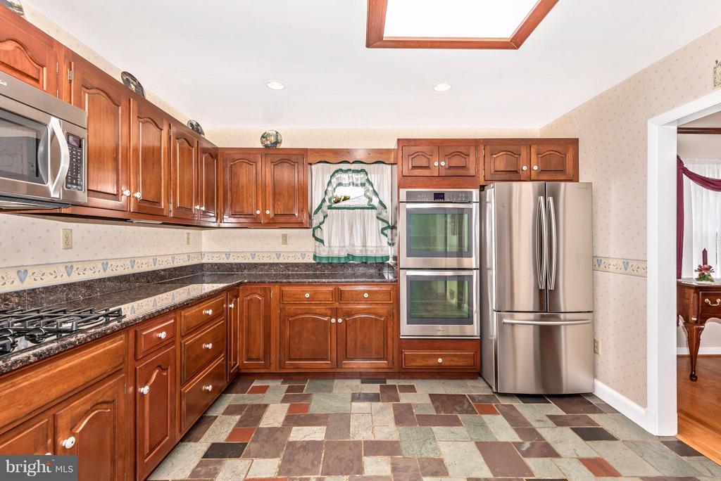 Kitchen - 23724 PLEASANT VIEW LN, GAITHERSBURG