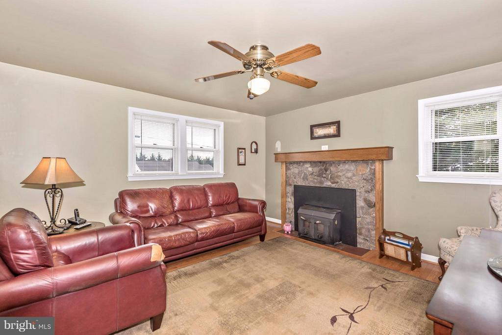 Family Room - 23724 PLEASANT VIEW LN, GAITHERSBURG