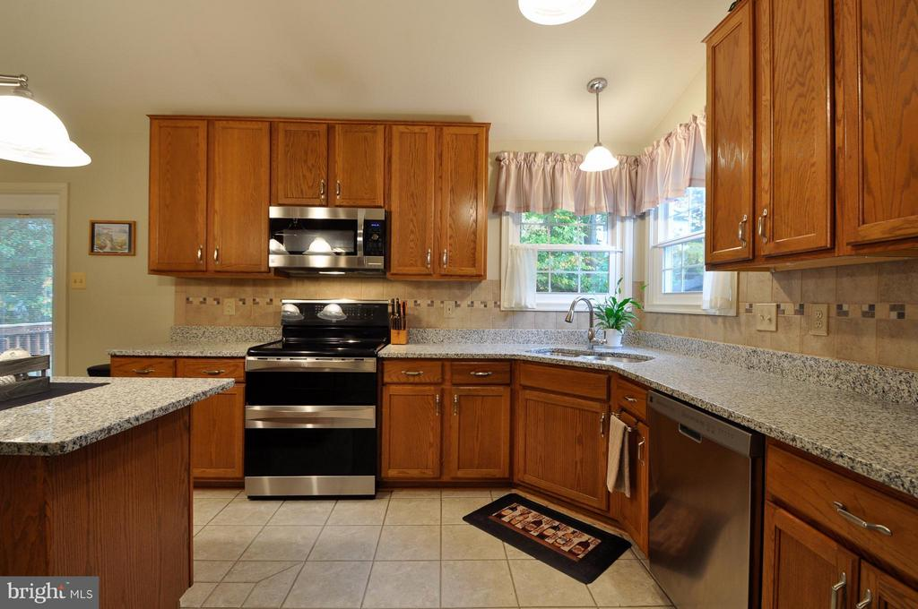 Upgraded Appliances Incl Double Oven w/Convection - 3 JUSTIN CT, STAFFORD