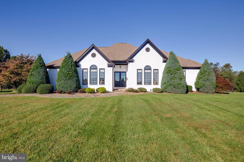 All Brick Custom Home - 38242 MILLSTONE DR, PURCELLVILLE