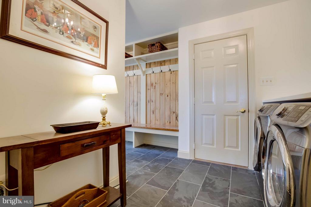 Main Floor Laundry Room - 38242 MILLSTONE DR, PURCELLVILLE