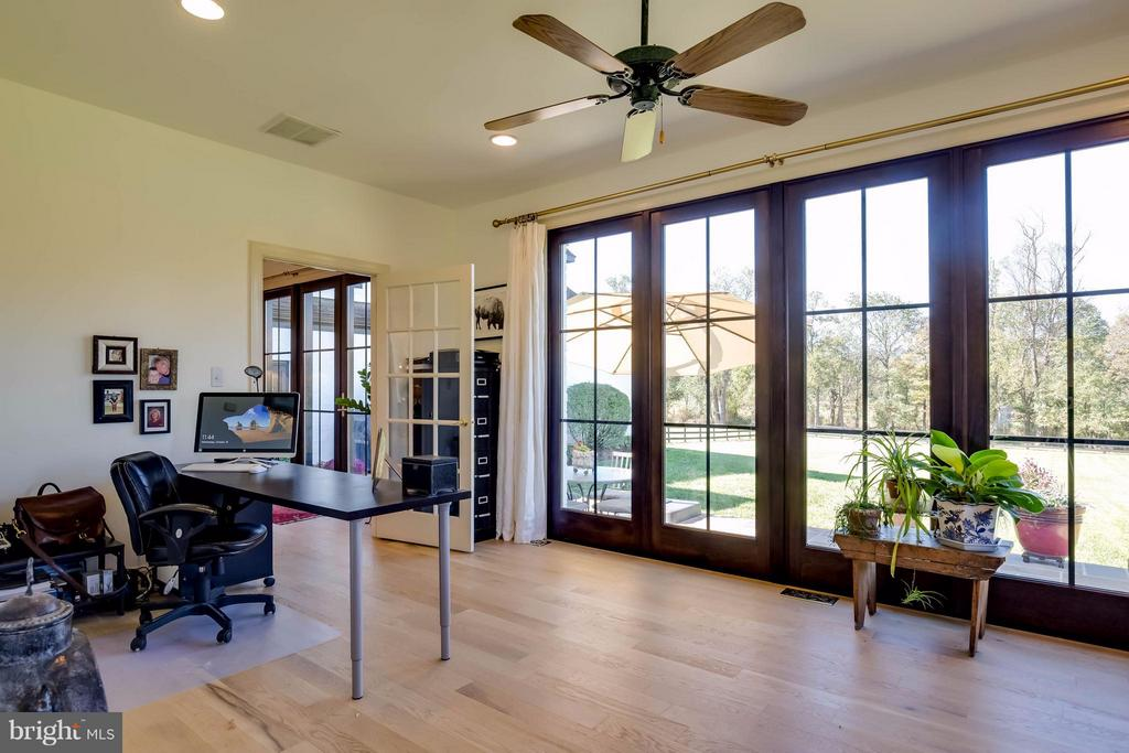 Light-Filled Office / Sunroom - 38242 MILLSTONE DR, PURCELLVILLE
