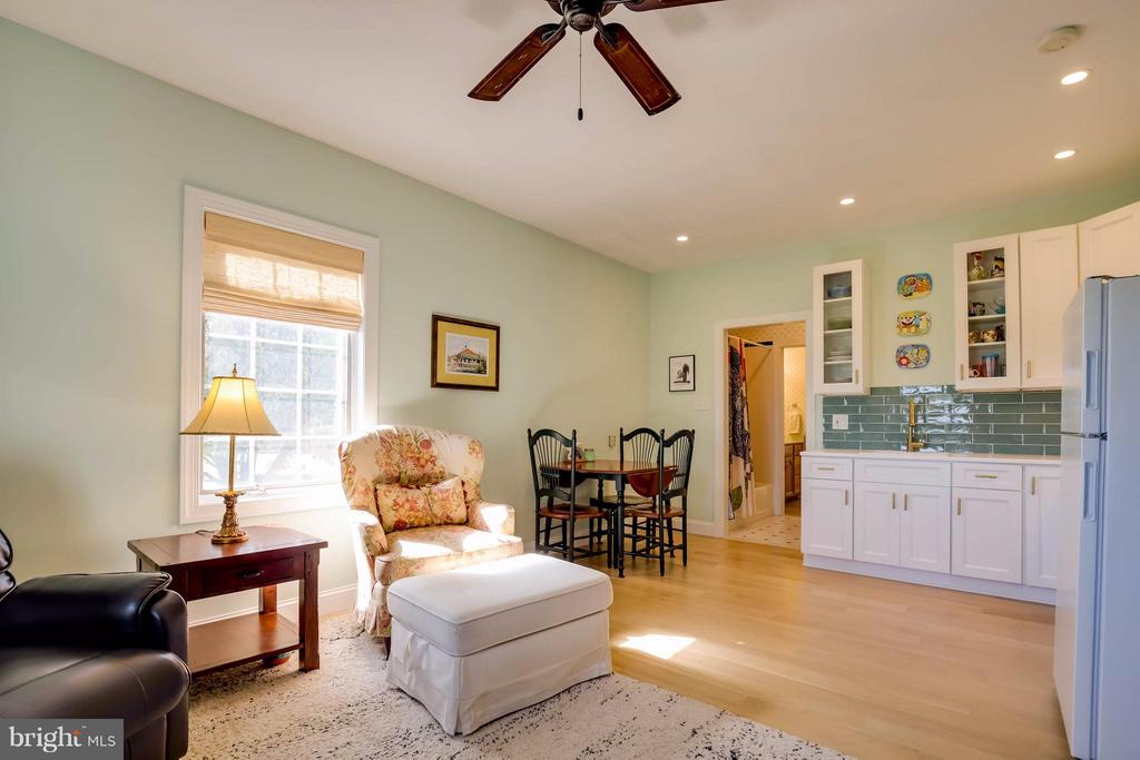 In-Law Suite Living Area - 38242 MILLSTONE DR, PURCELLVILLE