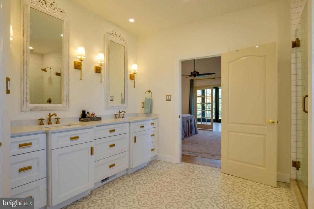 Renovated Master Bath - 38242 MILLSTONE DR, PURCELLVILLE