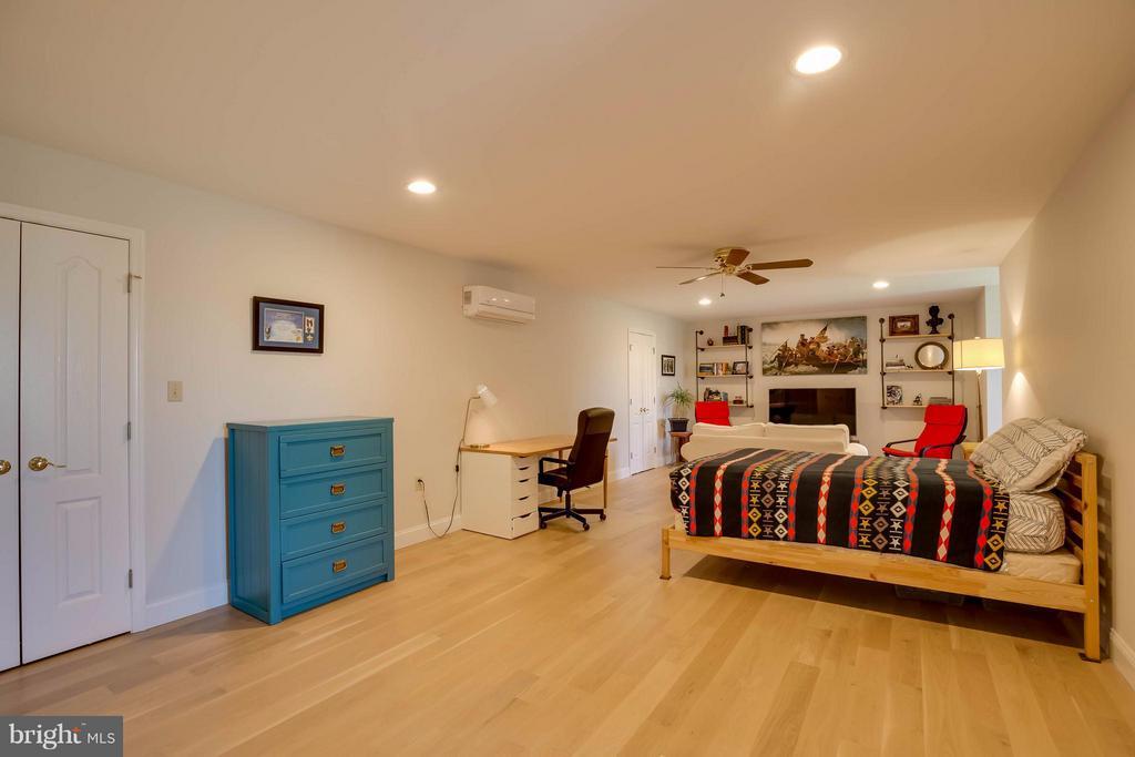 Upper Level Bedroom - 38242 MILLSTONE DR, PURCELLVILLE