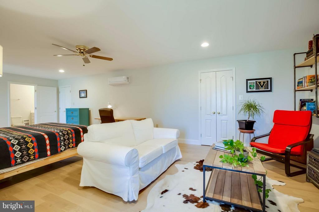 Upper Level Bedroom / Sitting Area - 38242 MILLSTONE DR, PURCELLVILLE