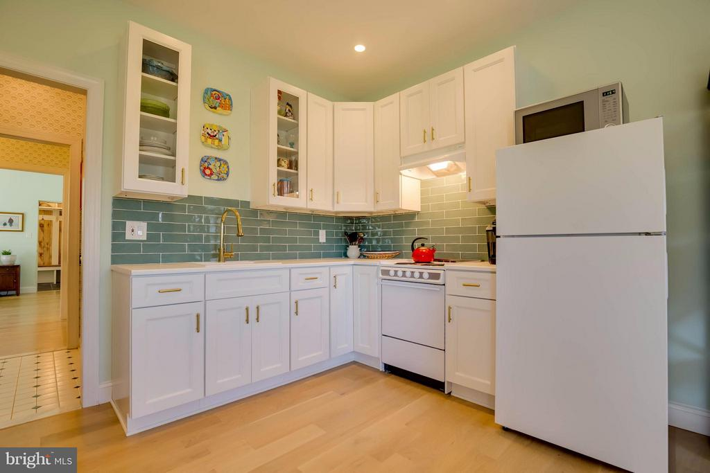 In-Law Suite Full Kitchen - 38242 MILLSTONE DR, PURCELLVILLE