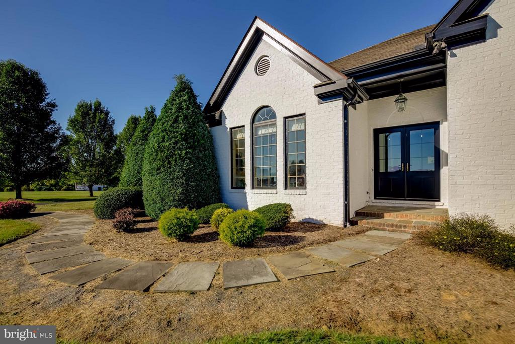 Completely Renovated - 38242 MILLSTONE DR, PURCELLVILLE